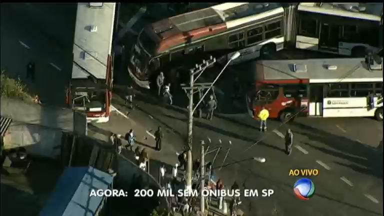 Greve de motoristas e cobradores de ônibus deixa 200 mil pessoas ...