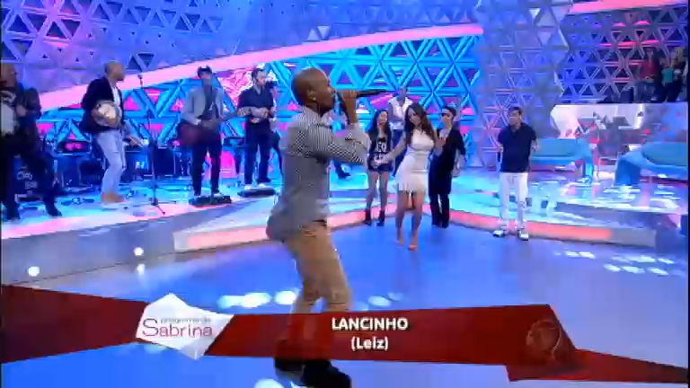 Turma do Pagode e plateia cantam juntos o sucesso Lancinho ...