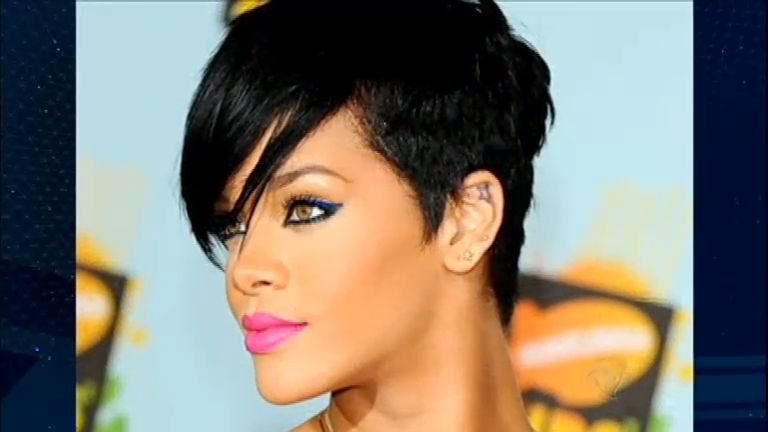 Penteados inusitados das celebridades fazem a cabeça dos fãs e ...