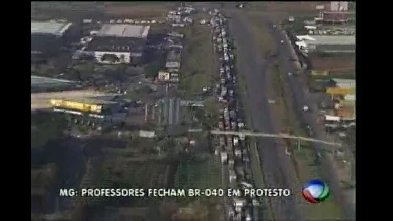 Professores fecham BR- 040 em protesto na Grande BH - Minas ...