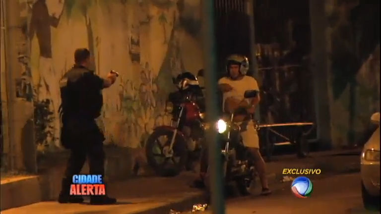 Tiroteio entre PM e traficantes assusta moradores do Complexo do ...