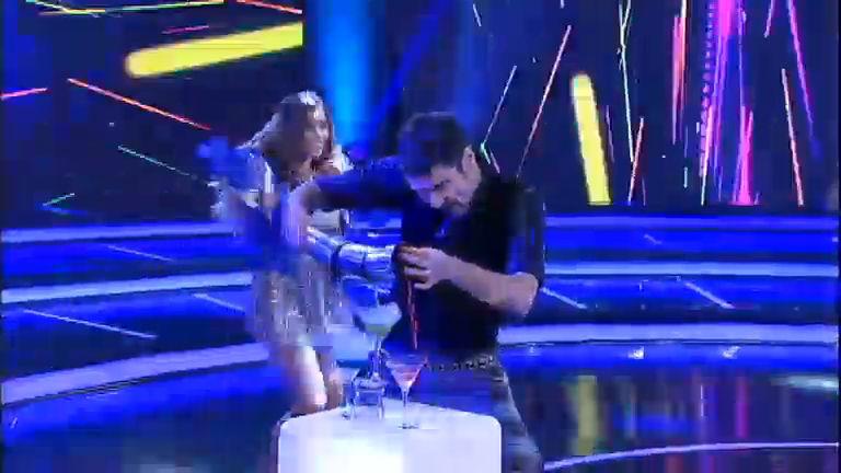 Nicola Siri e Pérola Faria fazem malabares com garrafas no Isso Eu ...