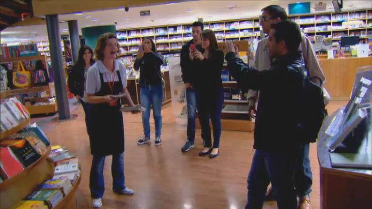 Flashmob em livraria promove a estreia da superprodução Vitória ...