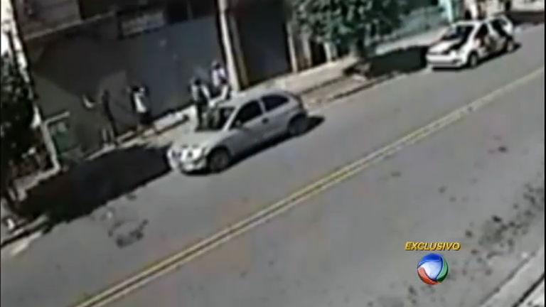 """Flagra: ladrões são pegos com a """" mão na massa"""", mas polícia os ..."""