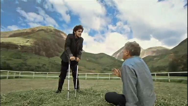 Artur revela ao pai toda a dor e mágoa guardada por anos ...