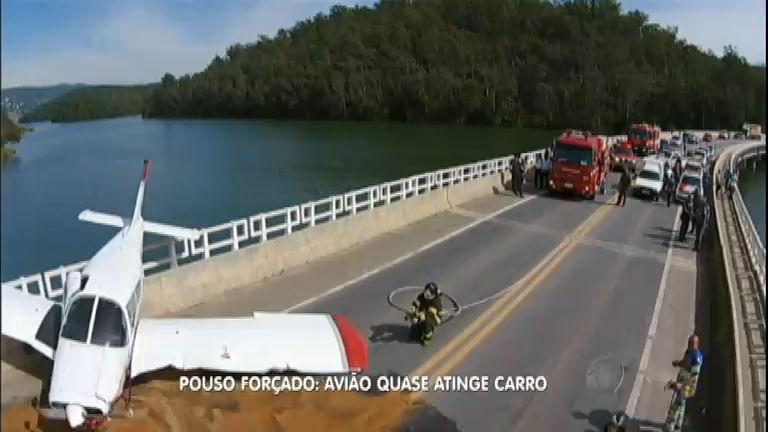 Avião faz pouso forçado sobre ponte em Mairiporã, Grande São Paulo