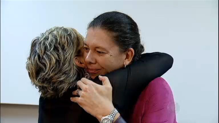 Emocionada, Andréa Nóbrega se despede dos colegas de Aprendiz ...