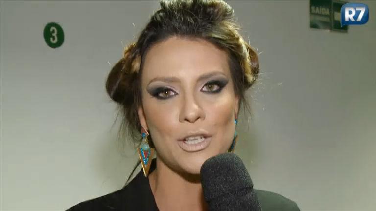 Camila Rodrigues se arrisca como atiradora de facas na final do ...