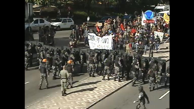 """Policarpo Quaresma comenta a """"Copa das Manifestações"""" - Record ..."""
