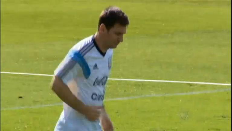 Desempenho de Messi empolga argentinos e é comparado ao de ...