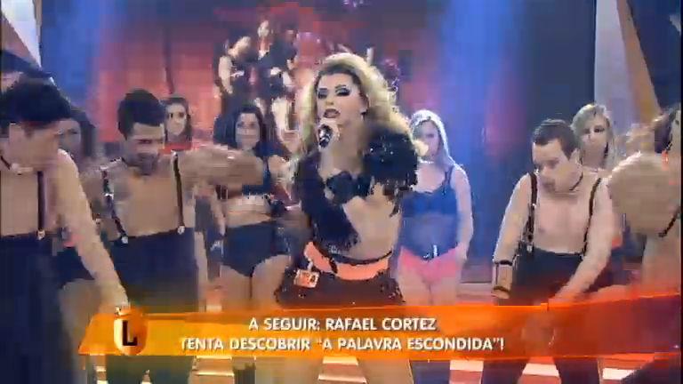 Léo Áquilla lança nova música no palco do Legendários ...