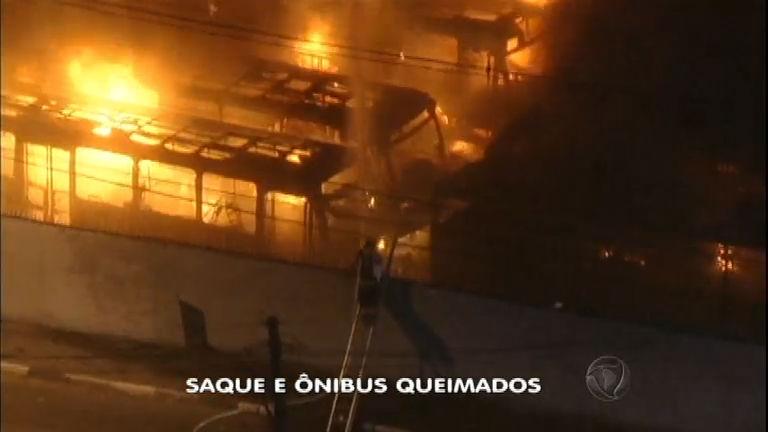 Veículos são incendiados e lojas saqueadas após derrota do Brasil ...