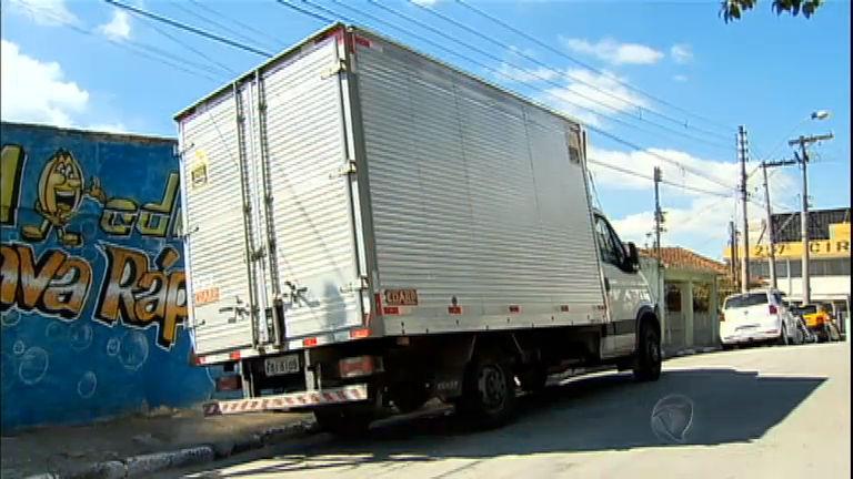 Cinco bandidos são presos após roubo de caminhão em Barueri (SP)