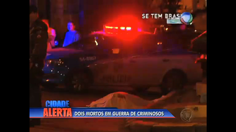 Conflito entre milicianos e traficantes deixa 2 mortos em Quintino (RJ)