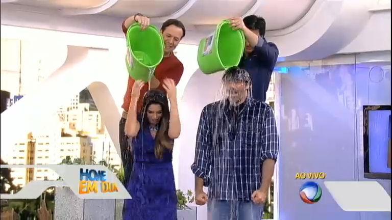 Mariana Leão e Luciano Szafir levam o banho do balde de gelo ...