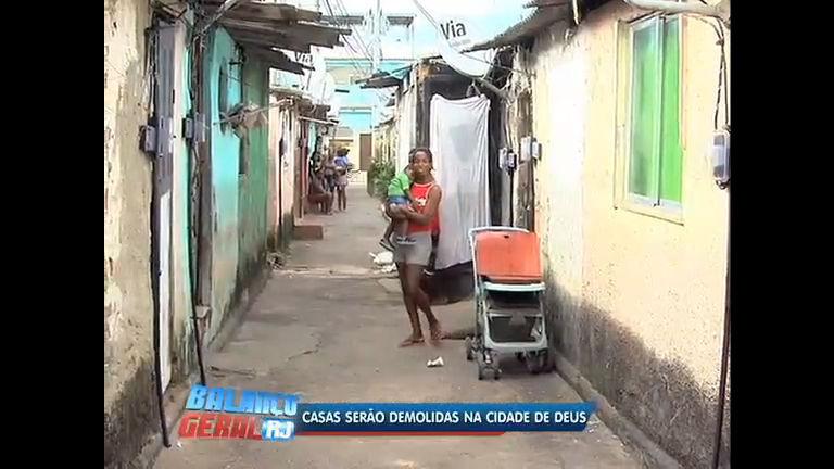 Moradores reclamam de demolição de casas na Cidade de Deus (RJ)