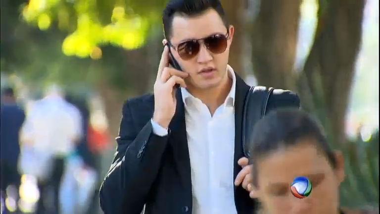 3c3370ad4cdec Veja se homens e mulheres realmente ficam mais bonitos de óculos escuros -  RecordTV - R7 Domingo Espetacular