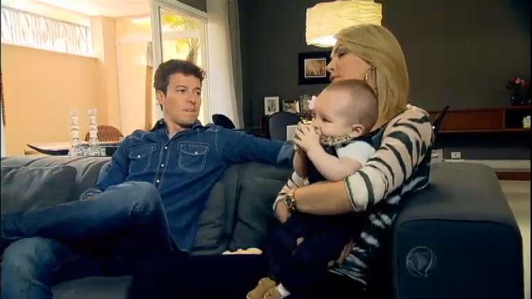 Rodrigo Faro visita casa de Ana Hickmann e faz entrevista maluca com  apresentadora - RecordTV - R7 Hora do Faro 0b70d7e395