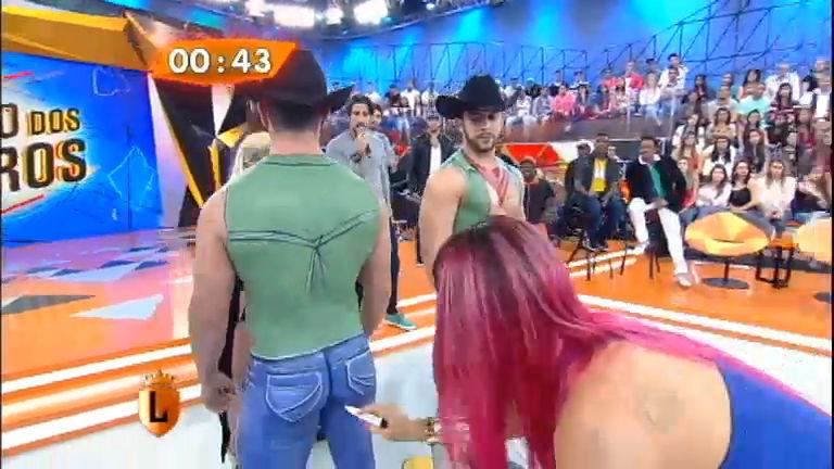 """Thaís Bianca e Mulher Filé se divertem com """"saradões"""" no Jogo dos ..."""