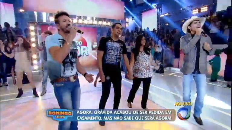 Jeito Carinhoso: Jads e Jadson cantam hit no palco do Domingo ...