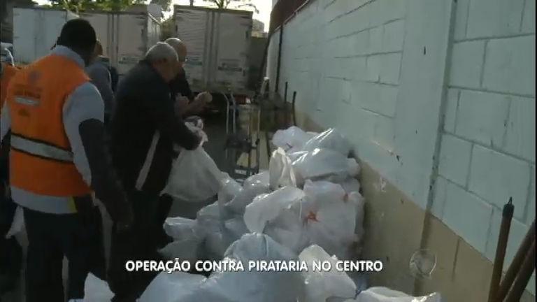 Polícia faz operação contra pirataria na 25 de Março em São Paulo ...
