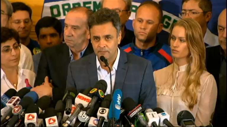 Aécio Neves faz discurso de agradecimento após derrota para Dilma