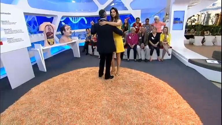 Intervalo: Sproesser e Mariana Leão dançam ao som de Richard ...