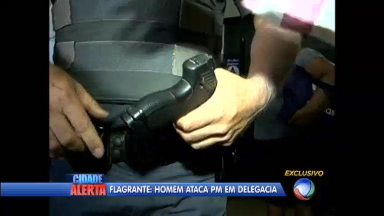 Momentos de tensão: homem invade delegacia e tenta roubar arma ...