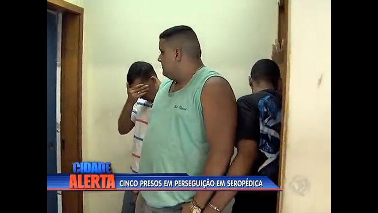 Cinco pessoas são presas durante perseguição na baixada - Rio de ...