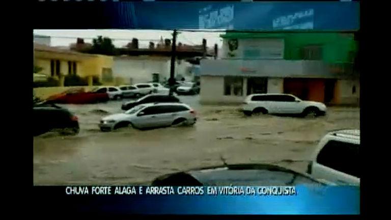 Chuva forte alaga e arrasta carros em Vitória da Conquista - Bahia ...