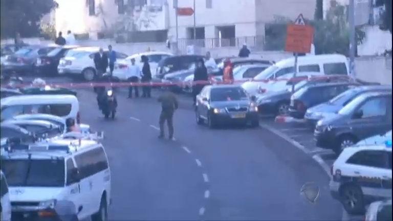 Palestinos atacam sinagoga em Jerusalém e matam quatro ...