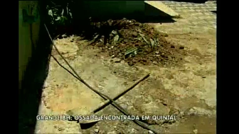Ossada humana é encontrada em quintal de casa de Contagem (MG)