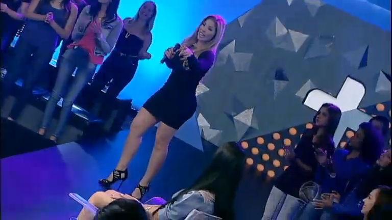 Verônica Costa anima plateia ao som de Bonde da Glamurosa ...
