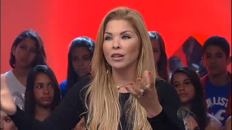 """Pergunta +: Verônica Costa comenta suposta """"infidelidade"""" a ..."""