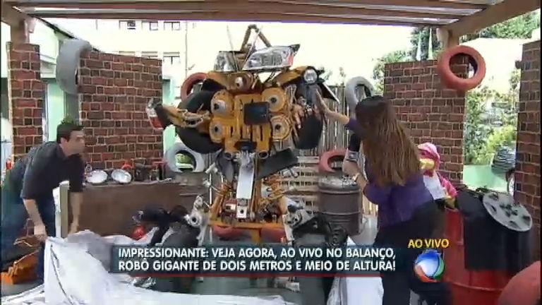 Transformer brasileiro: mecânico constrói robô gigante utilizando ...
