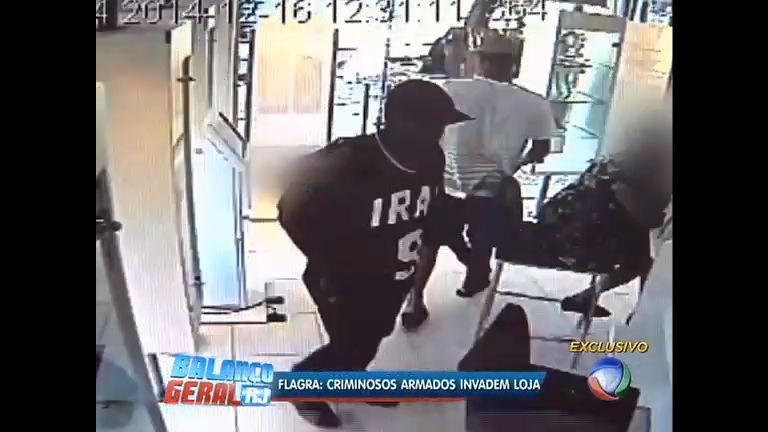 Flagrante: bandidos assaltam loja no Leblon - Rio de Janeiro - R7 ...