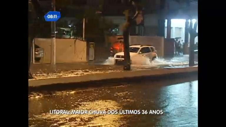 Maior chuva dos últimos 36 anos causa estragos e alagamentos em ...
