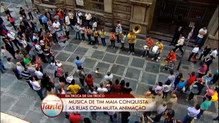 Veja a apresentação de quatro artistas de rua no Em Troca de Um ...