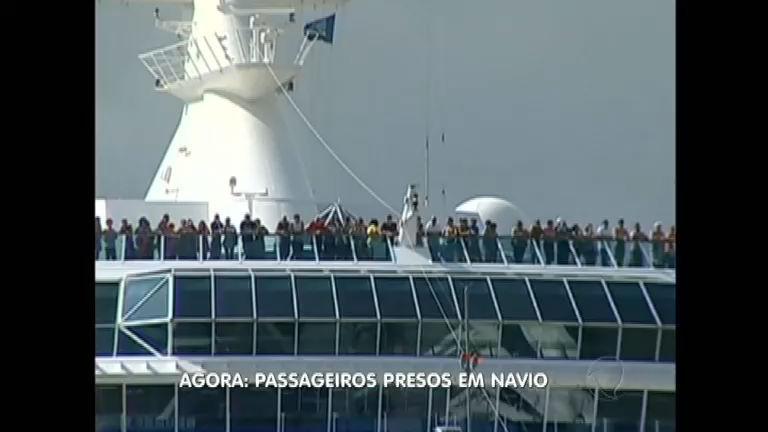 Protesto de pescadores bloqueia Porto em Itajaí ( SC) e bloqueia ...