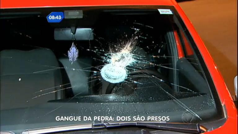 Dois suspeitos de gangue que ataca carros a pedradas são presos ...
