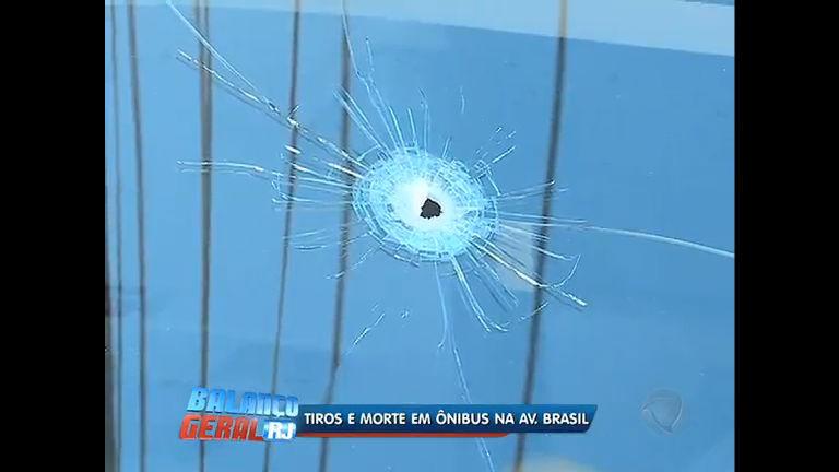 Policial à paisana mata assaltante de ônibus na av. Brasil