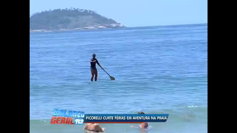 """""""Stand Up Paddle"""": Luciana Picorelli foi conferir a nova moda nas praias cariocas"""