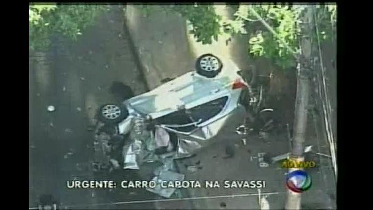 Carro e moto se envolvem em grave acidente na região da Savassi
