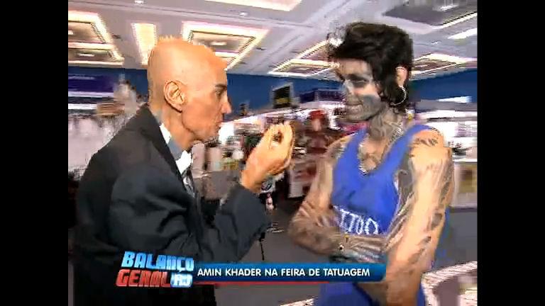 Amin Khader invade feira de tatuagem no Rio de Janeiro