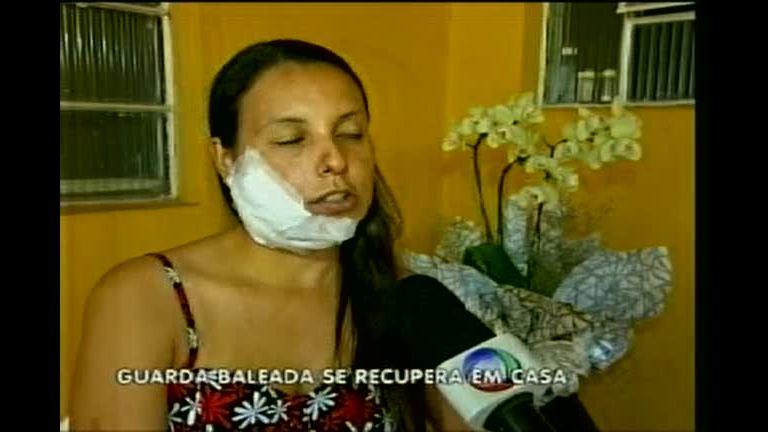 Guarda baleada na mandíbula se recupera em casa