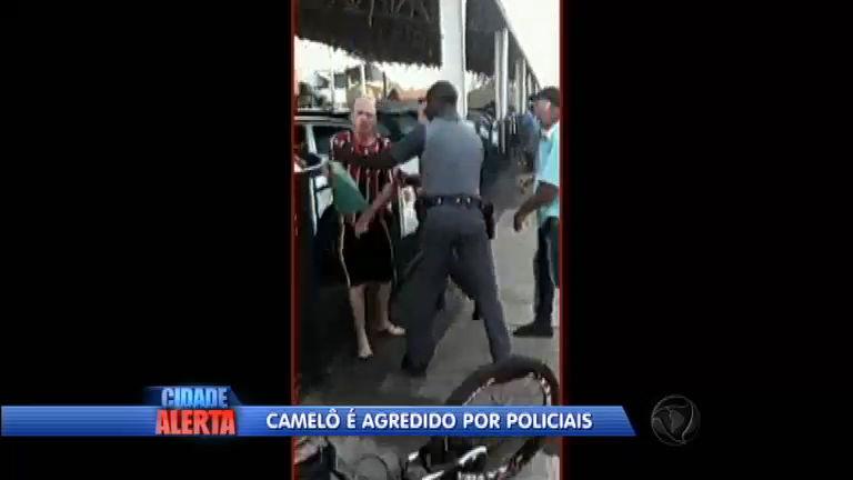 Flagra: policiais militares agridem vendedor ambulante durante abordagem em Bauru (SP)