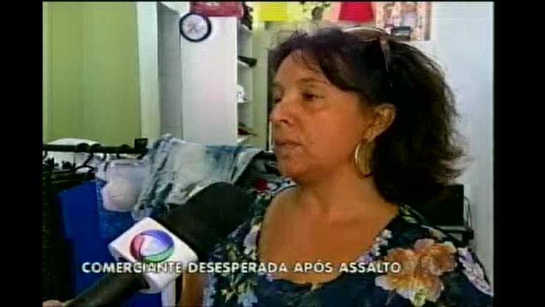 Bandidos causam prejuízo de R$ 18 mil em lojas de roupas