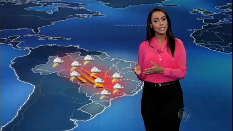 Imagens de satélite mostram nuvens carregadas sobre grande do ...
