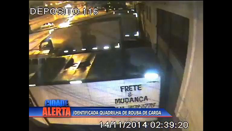 Câmeras de segurança flagram o roubo de cargas no mercado São ...