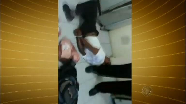 Homem é algemado e agredido depois de tentar roubar picanha de supermercado